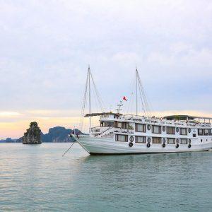 Bai Tu Long Bay – Oriental Sails Cruise